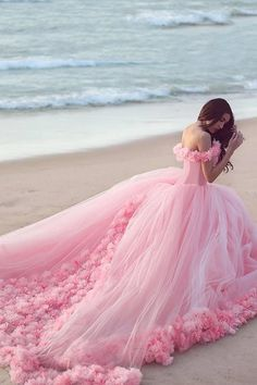 Prom Dress Fitted, Pink Cloud Flower Rose Wedding Dresses Long Tulle Puffy Ruffle Robe De Mariage Bridal Gown Wedding Gown, There are delicate lace prom dresses with sleeves, dazzling sequin ball gowns, and opulently beaded mermaid dresses. Sweet 16 Dresses, Pretty Dresses, Ball Dresses, Prom Dresses, Formal Dresses, Dress Prom, Party Dress, Evening Dresses, Dresses 2016