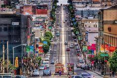 Aux États-Unis, l'élection de Donald Trump risque de changer le visage du pays à jamais. Alors que la Californie a entamé une procédure pour devenir indépendante, la ville de San Francisco montre l'exemple de la résistance en se proclamant...