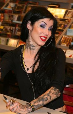 Kat Von D signs her new book, High Voltage Tattoo, at Borders Bookstore-purple smokey eye