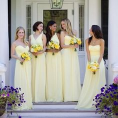 Sunshine for your bridesmaids! Love these @donnamorgan_nyc maids.
