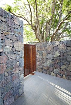 Gabion stone wall at MALENY HOUSE IN AUSTRALIA BY BARK DESIGN ARCHITECTS. This could be great if you left space in the top for a planter or planted right into the sides.
