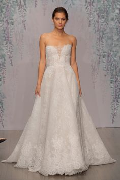 Pin for Later: 150 Must-See Styles From Bridal Fashion Week Autumn/Winter 2016 Monique Lhuillier Celebrity Wedding Dresses, Stunning Wedding Dresses, Celebrity Weddings, Beautiful Dresses, Wedding Gowns, Glamorous Wedding, Celebrity News, Beautiful Things, Celebrity Style