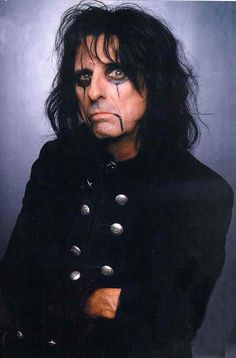 Alice Cooper- Marilyn Manson has NOTHING on this guy.