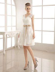 Vestido de novia con cuello en V y perlas hasta la rodilla