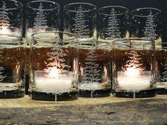 12 clair verre Votive titulaires gravé à la main avec sapin 1 « Arbres de sapin et de flocons de flottant » gravé dans chaque bougeoir 2 1/2 de