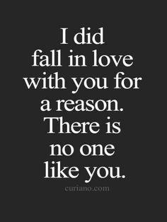 Chciałbym się teraz na Ciebie rzucić i Cię tak bardzo bardzo mocno przytulić i powiedzieć Ci jeszcze więcej jaka to cudowna jesteś i zobaczyć twój uśmiech i przez niego też się uśmiechnąć i poczuć szczęście jakim jesteś ty <3
