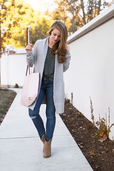 This waffle knit sweater is the coziest thing, yet it manages to make a casual outfit look chic! A great option for gift giving, and for your wardrobe!   fall fashion ideas   fall style tips   fall wardrobe basics   winter fashion ideas   winter style tips   cold weather fashion    a lonestar state of southern
