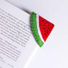 Farklı olmayı sevenler için keçe kitap ayraçlarımız.  #keçe #kitapayracı #design #kişiyeözel #kecesus #ayrac #elemegi #ozeltasarim #organizasyon #party #designmacaron #macarondesign