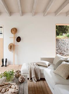 A BEAUTIFUL HOLIDAY VILLA FOR RENT ON MALLORCA, SPAIN | THE STYLE FILES