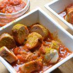 Wer hat Lust auf eine leckere selbstgemachte Low Carb Currywurst? Fast Food kann so nämlich auch gesund sein! Viel Protein, wenige Carbs.
