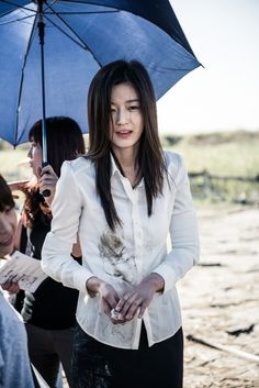 Jun Ji Hyun reported to have suffered a facial injury while filming 'Berlin'