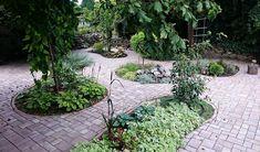 A térburkolat és növények harmóniája. Patio, Outdoor Decor, Plants, Home Decor, Homemade Home Decor, Yard, Terrace, Flora, Plant