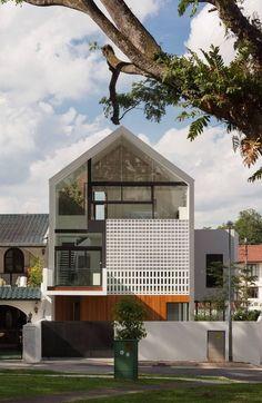 52 Ideas house facade renovation architecture for 2019 Modern Tropical House, Tropical House Design, Tropical Houses, Tropical Style, Roof Architecture, Modern Architecture House, Residential Architecture, Chinese Architecture, Futuristic Architecture