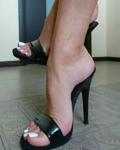 high heels – High Heels Daily Heels, stilettos and women's Shoes Sexy High Heels, Sexy Legs And Heels, Hot Heels, Nylons Heels, Stilettos, Stiletto Heels, High Heels Mules, High Sandals, Chunky Sandals