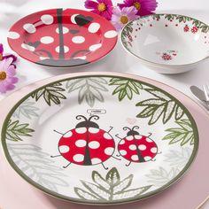 Pottery Painting, Ceramic Painting, Ceramic Birds, Ceramic Pottery, China Plates, Pottery Designs, Hand Painted Ceramics, Ladybug, Dishes
