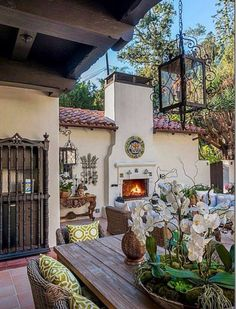 Spanish Style Homes with Interior Courtyards New Best 84 Hacienda Style Exterior. - Spanish homes # Climatechangeprotestsigns # Outdoorkitchenbars Hacienda Homes, Hacienda Style, Mexican Hacienda, Hacienda Kitchen, Spanish Style Homes, Spanish House, Spanish Colonial Decor, Spanish Style Interiors, Spanish Style Decor