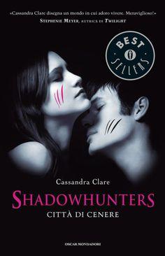[Cassandra Clare] Shadowhunters - 2. Città di Cenere __ Finito di leggere (Audiobook) il 7/05/2014 - Continua la storia di Clary e Jace e di come combattono l'avvento di Valentine e dell'esercito di Demoni. Qualcuno si salva, altri muoiono... ma non i protagonisti... altrimenti non ci sarebbe il terzo volume. Il libri presenta ritmi leggermente rallentati rispetto al primo volume e perde, come ovvio, di originalità. Giudizio : 6/10
