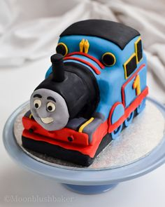 Modelling muddle /-/ How to make a fondant Thomas cake with carriages plus templates   The moonblush Baker