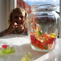DIY crafts and kids activity ideas for creative parents Elementary Science Fair Projects, Science Projects For Kids, Science Experiments Kids, Activities For Kids, Science Ideas, Gummy Bear Experiment, Science For Toddlers, Kindergarten Science, Preschool