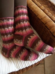 De tante van Tjorven: In 35 minuten sokken leren breien Crochet Socks, Knitting Socks, Knit Crochet, Knit Socks, Warm Socks, Learn How To Knit, Sock Shoes, Needlework, Knitting Patterns