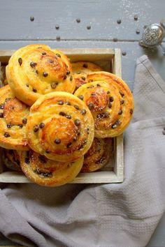 Roulés à la crème pâtissière et chocolat - Le Coin Cuisine ... Cheese Danish, Beignets, Biscuits, Sweet Recipes, Cravings, Sandwiches, Bread, Baking, Cake
