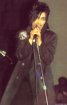 Since Prince& passing SO MANY new, unseen photos! Lets Go Crazy, Going Crazy, The Artist Prince, Love My Man, Paisley Park, Rude Boy, Roger Nelson, Prince Rogers Nelson, Purple Reign