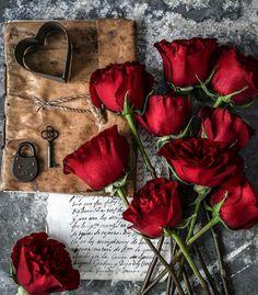 Flower Phone Wallpaper, Cute Wallpaper For Phone, Flower Wallpaper, Flowers Dp, Book Flowers, Beautiful Gif, Beautiful Roses, Bff Drawings, Aesthetic Roses