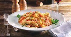 Spaghetti mit toskanischer Tomaten-Käse-Sauce: Die italienische Küche hat viel Köstliches zu bieten. (Foto: Emmi)