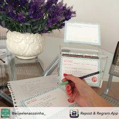 Um jeito novo e charmoso de guardar aquelas receitinhas que você ama! Compre online e receba em casa. www.paperview.com.br #recipebox #caixadereceitas #receitas #paperview_papelaria