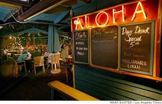 At the ocean-side Aloha Mixed Plate on Front Street in Lahaina, you'll find a funky vibe amid the unpretentious glow of tiki torches and meals served on paper plates. Illustrates TRAVEL-MAUI (category t) by Rosemary McClure (c) 2008, Los Angeles Times. Moved Tuesday, April 15, 2008. (MUST CREDIT: Los Angeles Times photo by Mark Boster.) Photo: MARK BOSTER, Los Angeles Times
