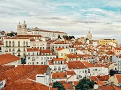 Our Lisbon city guide covering all the basics and the coolest and most fun things to do in Lisbon, Portugal. Everything you need for your city trip. Belem, Cheap European Cities, Lisbon City, Lisbon Food, Parks, Saint Georges, Voyage Europe, Le Palais, Design Hotel