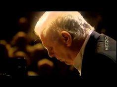 Daniel Barenboim Pianist:   Sonata N° 26 'Les Adieux'     1 Mov: . Das Lebewohl (Les Adieux - The Farewell): Adagio - Allegro Abwesenheit (L'Absence - The Absence): Andante espressivo (In gehender Bewegung, doch mit viel Ausdruck - In walking motion, but with much expression) 2 Mov: Das Wiedersehen (Le Retour - The Return): Vivacissimamente (Im lebhaftesten Zeitmaße - The liveliest time measurements)
