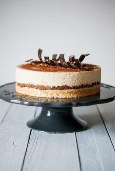 chocolatier Valrhona: un chocolat blond au goût caramélisé et biscuité. Thermomix Desserts, Köstliche Desserts, Delicious Desserts, Sweet Recipes, Cake Recipes, Dessert Recipes, Ganache, Cake & Co, Sweet Pastries