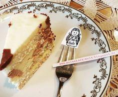 Leckerer Kuchen ☕☕☕ Euch einen schönen Nachmittag!. #kuchen #torte #sammeltasse #porzellan #kaffeegedeck #häckeldecke #melusineswelt #malen #bloggen #blogging #instablogger #booklover #büchersüchtig #lesestoff #roman #teatime #tea #teestunde #bücherliebe #buchis #büchereule, Torte, Porzellan, Vintage, Retro, Buchblogger, deutschsprachig, #Zöpfe