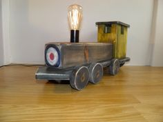 Train Table, Wooden Train, Vintage Stil, Make A Gift, Types Of Wood, Handmade Wooden, Retro, Rustic Style, Industrial Style