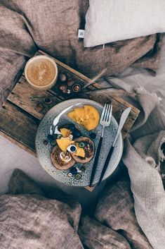 A Breakfast in Bed - gluten-free Chestnut Pancakes with Persimmons and Hazelnut - Our Food Stories Breakfast For Dinner, Breakfast Bowls, Breakfast Ideas, Coffee Photography, Food Photography, Lifestyle Photography, Brunch Recipes, Easy Dinner Recipes, Meal Recipes