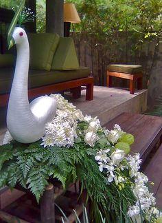 Восстановить Altar Decorations, Wedding Decorations, Floral Wedding, Wedding Flowers, Pirate Crafts, Peacock Decor, Flower Bag, Beautiful Gif, Garden Seating