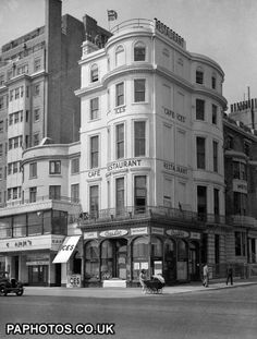 Manuel's Restaurant, 131 Kings Street, Brighton.1946 Brighton Rock, Brighton Charms, Brighton And Hove, Old Pictures, Old Photos, Images Of England, London Bus, Sight & Sound, East Sussex
