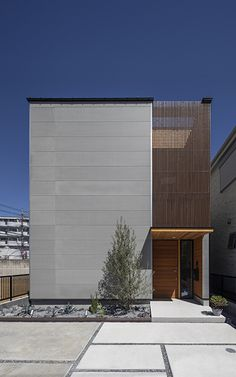 トオリニワの家 | R+houseアールプラスハウス Narrow House Designs, Modern Small House Design, Minimalist House Design, Minimalist Architecture, Modern Architecture, Modern House Facades, Small House Exteriors, Facade Design, Exterior Design