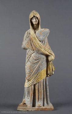 Femme drapée dans son himation tenant un éventail | Musée du Louvre | Paris La Dame en bleu  Vers 330 - 300 avant J.-C.  H. : 32,50 cm.  Acquisition, 1876