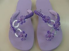 Cute Flip Flops, Flip Flop Shoes, Crochet Flip Flops, Decorating Flip Flops, Slipper Boots, Bare Foot Sandals, Ciabatta, Refashion, Diy Fashion