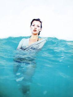 Kate Moss até dentro d'água