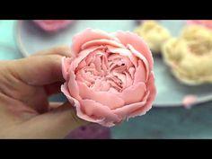 "David Austin rose ""Lady of Shalott"" bean paste Buttercream Flowers Tutorial, Buttercream Flower Cake, Cake Icing, Cupcake Cakes, Cupcakes, Frosting, Cake Decorating Techniques, Cake Decorating Tips, Cookie Decorating"
