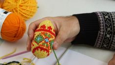 Free knitting pattern for Easter egg by arnecarlos.com