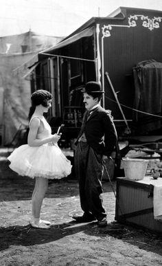 A projeção gratuita de O Circo (1928) encerra a 38ª Mostra Internacional de Cinema de São Paulo em grande estilo. Com cópia restaurada e trilha sonora executada ao vivo pela Orquestra Experimental de Repertório (OER)...
