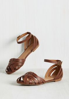 Let the Good the Times Stroll Flat in Chestnut. Sunny skies and balmy breezes - doesnt get much better than that! #brown #modcloth