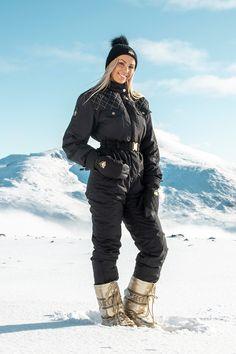 Erica skidress - Snowroller Locker Designs, Winter Suit, Ski Wear, Apres Ski, High Collar, Suits You, Timeless Design, Snowboard, Cold Weather