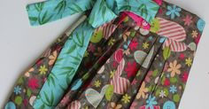 Blooms And Bugs is a sewing blog featuring free sewing patterns, tutorials and project ideas.