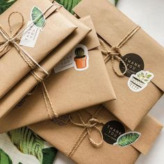 The theme for our pen pal letters leading up to Halloween is Fall! If you think that this sounds… – jimp-batch Wrapping Gift, Creative Gift Wrapping, Creative Gifts, Cute Gift Wrapping Ideas, Gift Ideas, Cute Packaging, Jewelry Packaging, Packaging Ideas, T Shirt Packaging