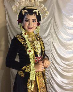 Marquise Cut Diamond, Diamond Cuts, Diy Wedding Decorations, Decor Wedding, Gypsy Living, Wedding Reception Tables, Bohemian Gypsy, Kebaya, Traditional Outfits